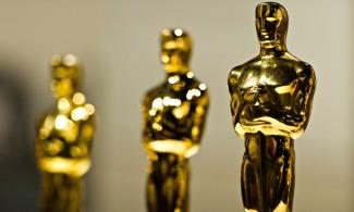 Several Oscar statues